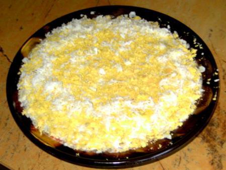 """Приготовление салата """"Мимоза"""""""