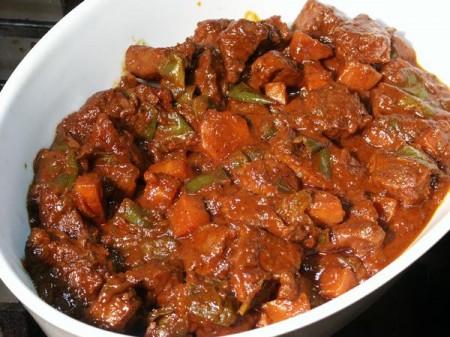 Мясо говядины тушеное с овощами