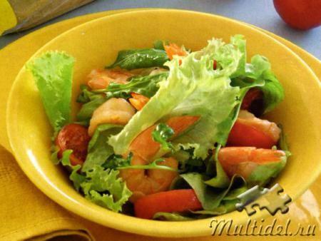 Зеленый салат с медовыми креветками