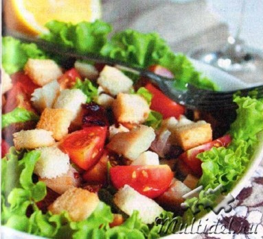 Салат из кпченой скумбрии с помидорами и сухариками